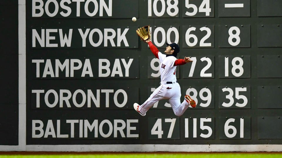 David Price pitches Red Sox past Dodgers in Game 2 #DirtyWater #WorldSeris https://t.co/GhohYQgnhG