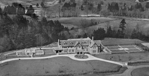 #ThrowbackThursday The Armour Heights Officer Mess is a Recognized Federal Heritage Building built in 1914 on the estate of Colonel F.B. Robins in North York. At the start of the First World War, he donated part of his estate to the @RCAF_ARC as a training school for pilots.