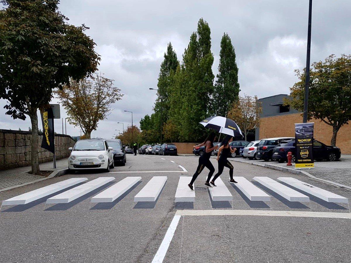 Instalamos pasos de peatones en #3D en Maia (Portugal) para concienciar a los conductores sobre la importancia de reemplazar los #amortiguadores desgastados. https://t.co/UrHjvkKSzr https://t.co/seLVPlWH9d