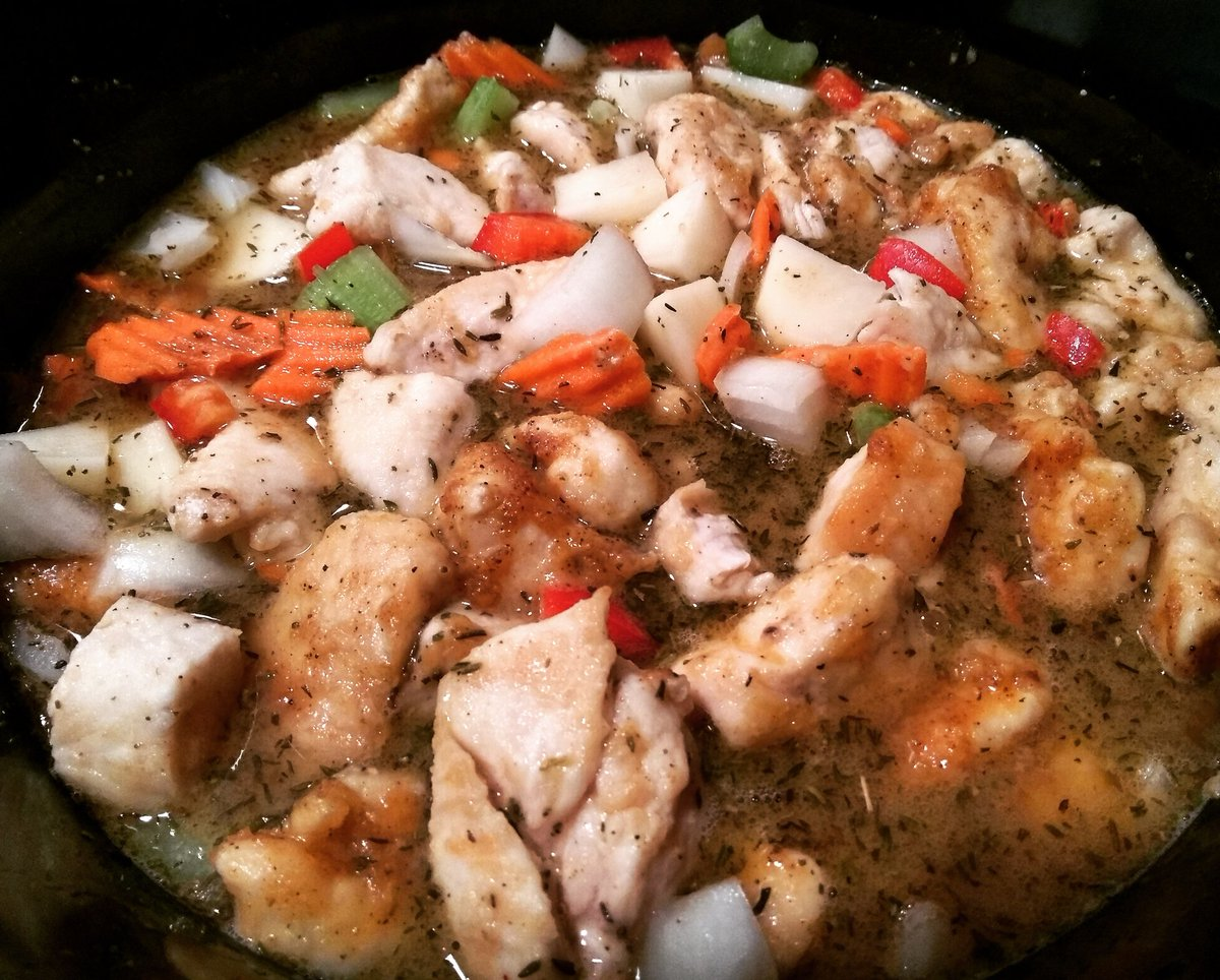 Chicken stew in the Crock-Pot #Dinner #slowcooker #Cooking https://t.co/ux6Gify1D8