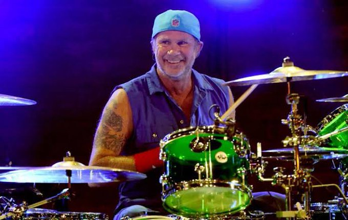 Happy birthday, Chad Smith!! One of the best drummer in the world!!