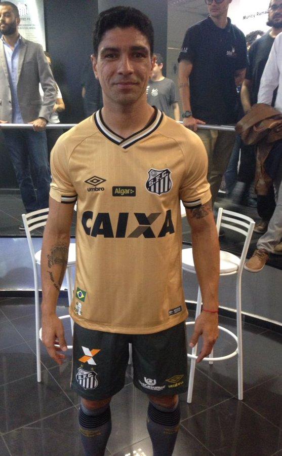 Mais de pertinho e com mais detalhes o uniforme dourado no executivo de  futebol e camisa 8 7b038cad14f9c