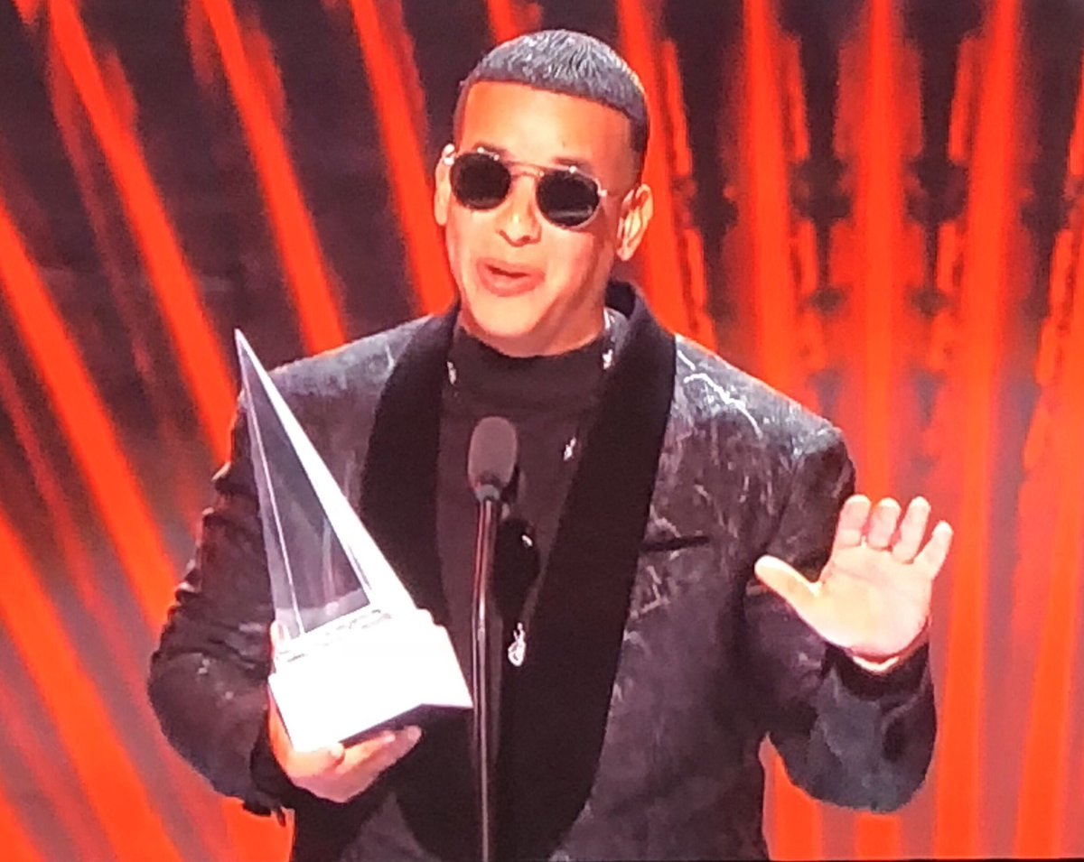 Puerto Rico's Daddy Yankee honored with Icon award at #LatinAMAs 👏🏽🎶 https://t.co/ueYRY0mXmO