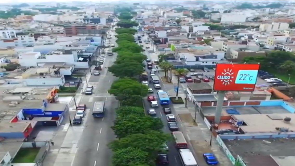 <abro hilo> Según los conteos de Emape en 4 tramos de la Av. Benavides (desde el óvalo Higuereta hasta Caminos del Inca) el flujo vehicular es de 41,950; 39,750; 36,550 y 29,700 vehículos diarios. ¿Ese volumen es mucho para una vía urbana de 4 carriles? ¿Se necesitan 6? NO. [1/5]