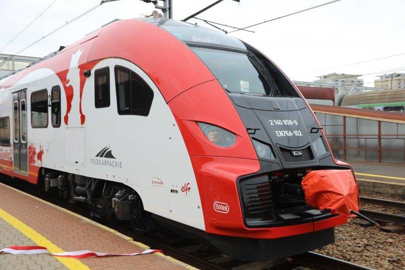 16 wielkich Polaków, wśród nich wielu wojskowych, zostało zwycięzcami plebiscytu na patronów pociągów regionalnych 💯🇵🇱 http://www.polska-zbrojna.pl/home/articleshow/26710?t=Pociagi-z-bohaterami…