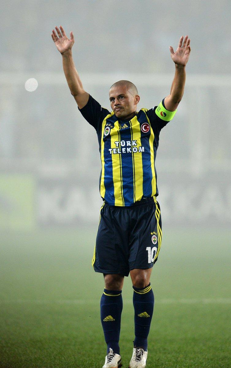 💛 Alex 💙  👕 245 league games ⚽️ 136 league goals ✔️ Fenerbahçe Legend   #UEL #FlashbackFriday