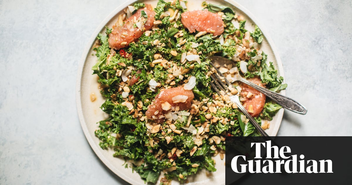 Hetty McKinnon's spicy kale, grapefruit and coconut salad recipe - The Guardian https://t.co/TAsYAPwrsy https://t.co/R6VgwBDgKp