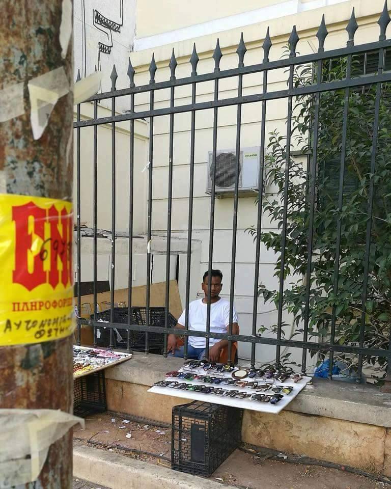 """Εικόνες ΣΟΚ στα ελληνικά πανεπιστήμια! """"ΑΝΘΙΖΕΙ"""" το παρεμπόριο... (ΕΙΚΟΝΕΣ)"""