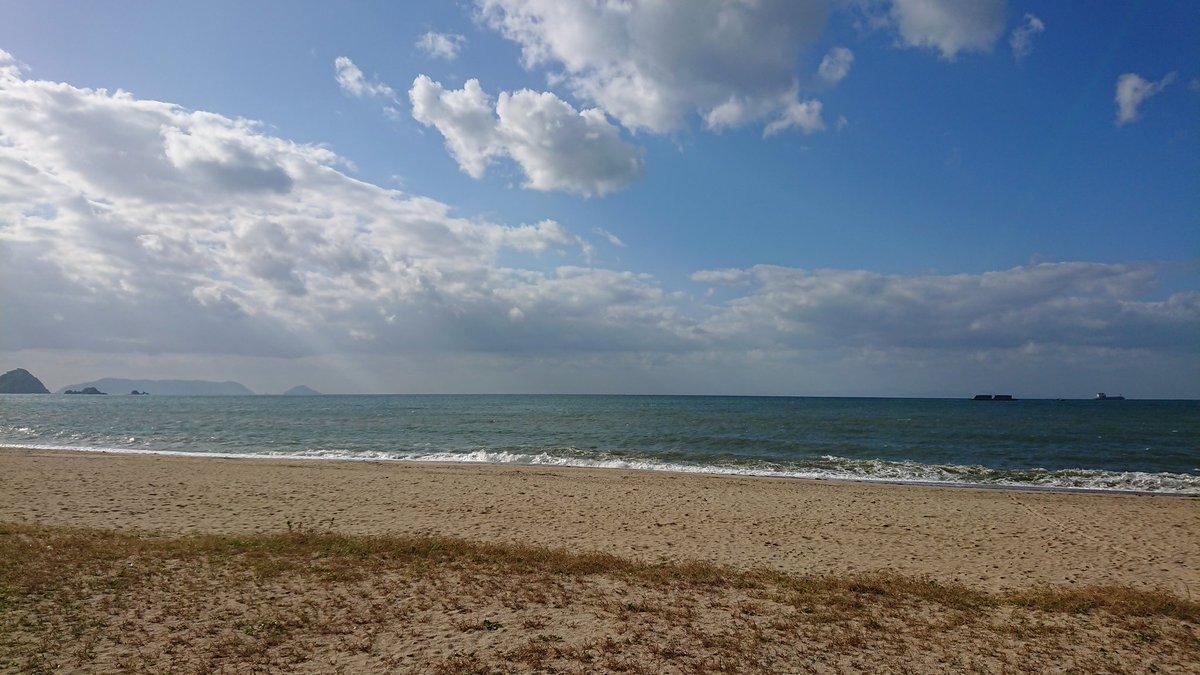 恒例の虹ヶ浜。 寒い。 あったかいもん食べたい。 あ、くうかい行きたい。 https://t.co/HngwDzN9mi