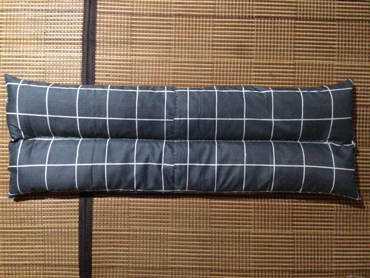 test ツイッターメディア - 今日は寝返りしても頭が 落ちづらい布団の幅の長枕を 作ったよ。 材料はダイソーの枕カバー2枚+ 発砲ピーズ2袋+ファスナー1個 =432円 以前使ってた枕のなかに 入ってたパイプ粒、糸。 とっても良い感じ。 #DIY #DAISO #ダイソー #100円ショップ https://t.co/kXUsKCj5Og