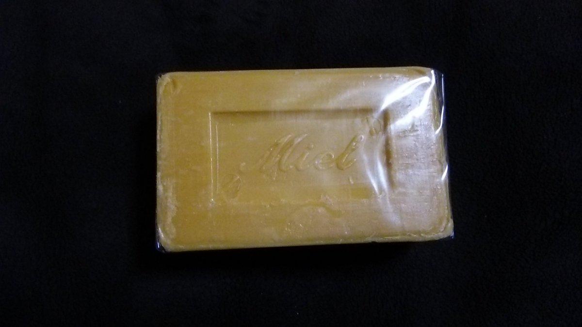 test ツイッターメディア - ダイソーで昔よく深夜の通販番組で紹介されていたマルセイユ石鹸を発見。よく調べてみると何と本物とのこと。ちょっと前に見た時は4種類あったのに今日はハニーのみしかなかったけど買ってきてしまった。どうやら売り切れ店続出らしい。他の種類もほしいなぁ #ダイソー #マルセイユ石鹸 https://t.co/CISgxxZGhE