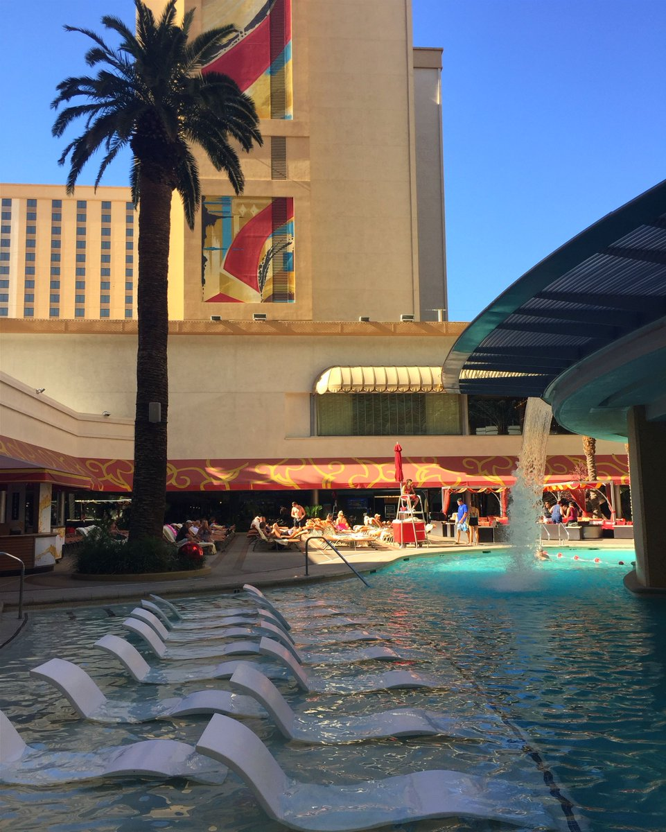 We're still enjoying sunshine and #PoolWeather temps in #dtlv! #WeekendVibes #Vegas #TheTank<br>http://pic.twitter.com/TVcaIyA2GW