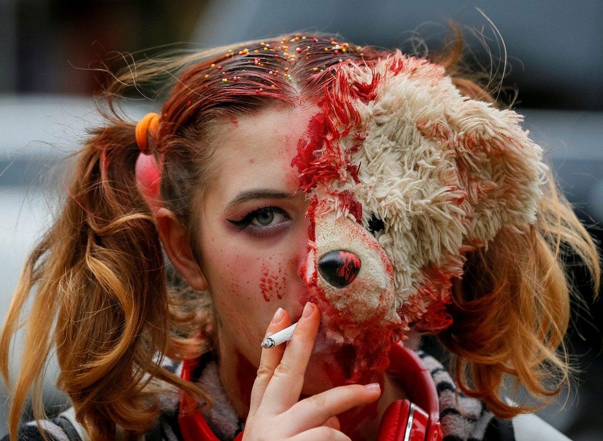 Ucrânia faz parada zumbi; veja fotos https://t.co/LOJrd0Pume #PlanetaBizarro #G1