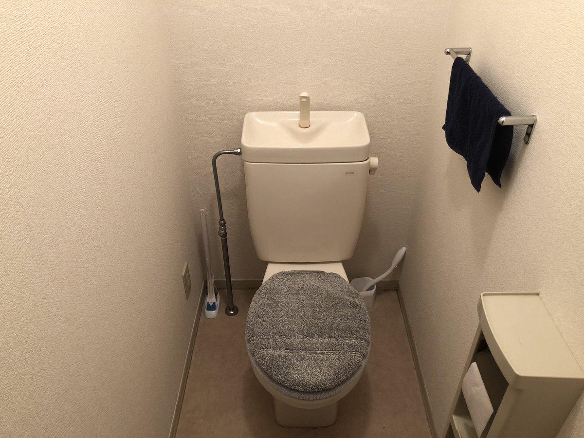 test ツイッターメディア - 100均シートで家のトイレを模様替え!!仕事柄納まりの指示はするけど、いざ自分でやるとこんなにも大切だとは思わなかった。職人さんいつもありがとうございます???♂? 近くで見るとシワっシワ… #ダイソー #100均一 #トイレ #簡単リフォーム https://t.co/bK6P3B9Tk3