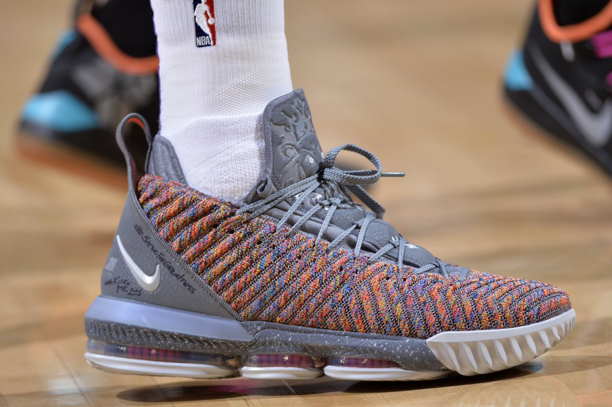 "9967d0ab2127  solewatch   kingjames is getting it done tonight in the ""20 20"" nike  lebron 16."