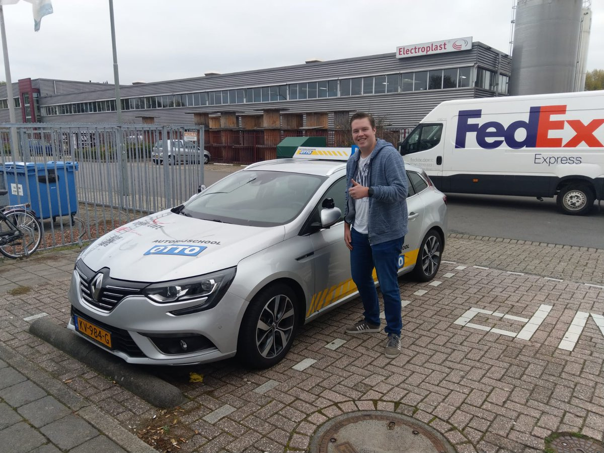 test Twitter Media - Daan vd Breevaart Gefeliciteerd met je rijbewijs. Nu alleen nog een eigen auto aanschaffen! https://t.co/8PEmmA0joQ