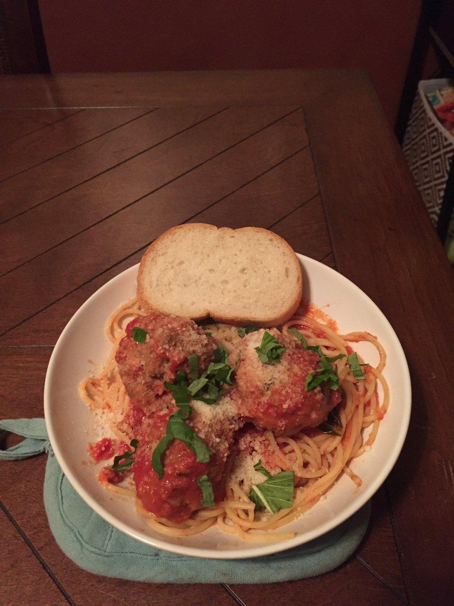 My best impression of @gzchef spaghetti and meatballs.  @FoodNetwork #TheKitchen https://t.co/hfcNnxspli