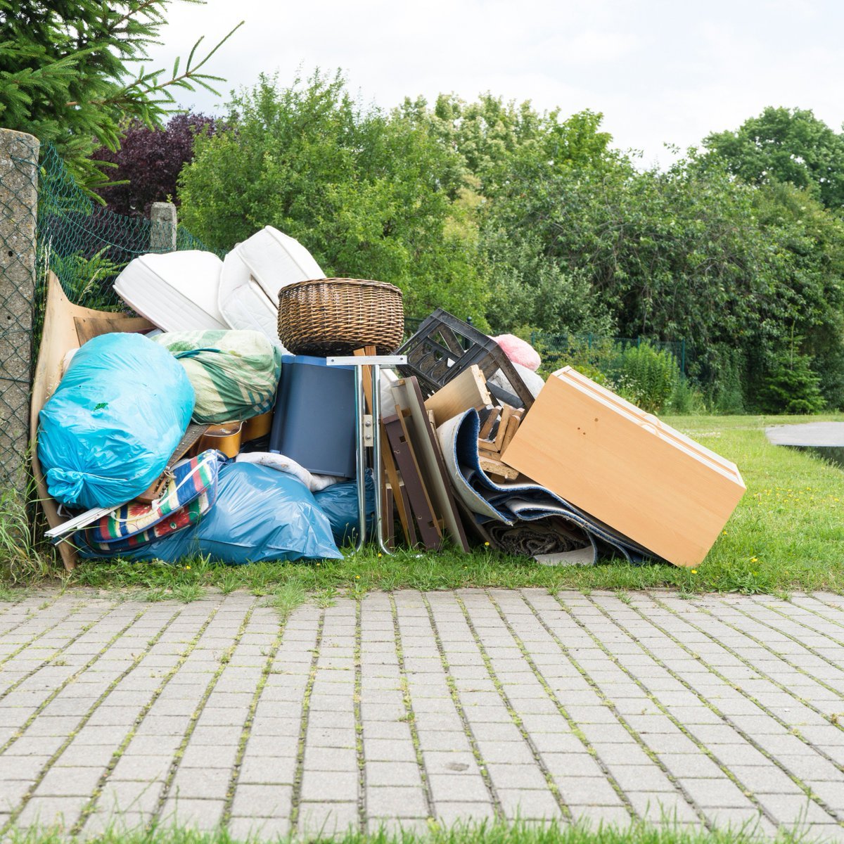 After a #springcleaning session or major #homerenovation project, most #homeowner faced with more #homewaste than they know what to do with  @onlinebinhire, we offer the best-priced #skipbinhire services in #Frankston  Order your skip online: https://goo.gl/q85d6f #miniskiphirepic.twitter.com/lGmFK10Mnz
