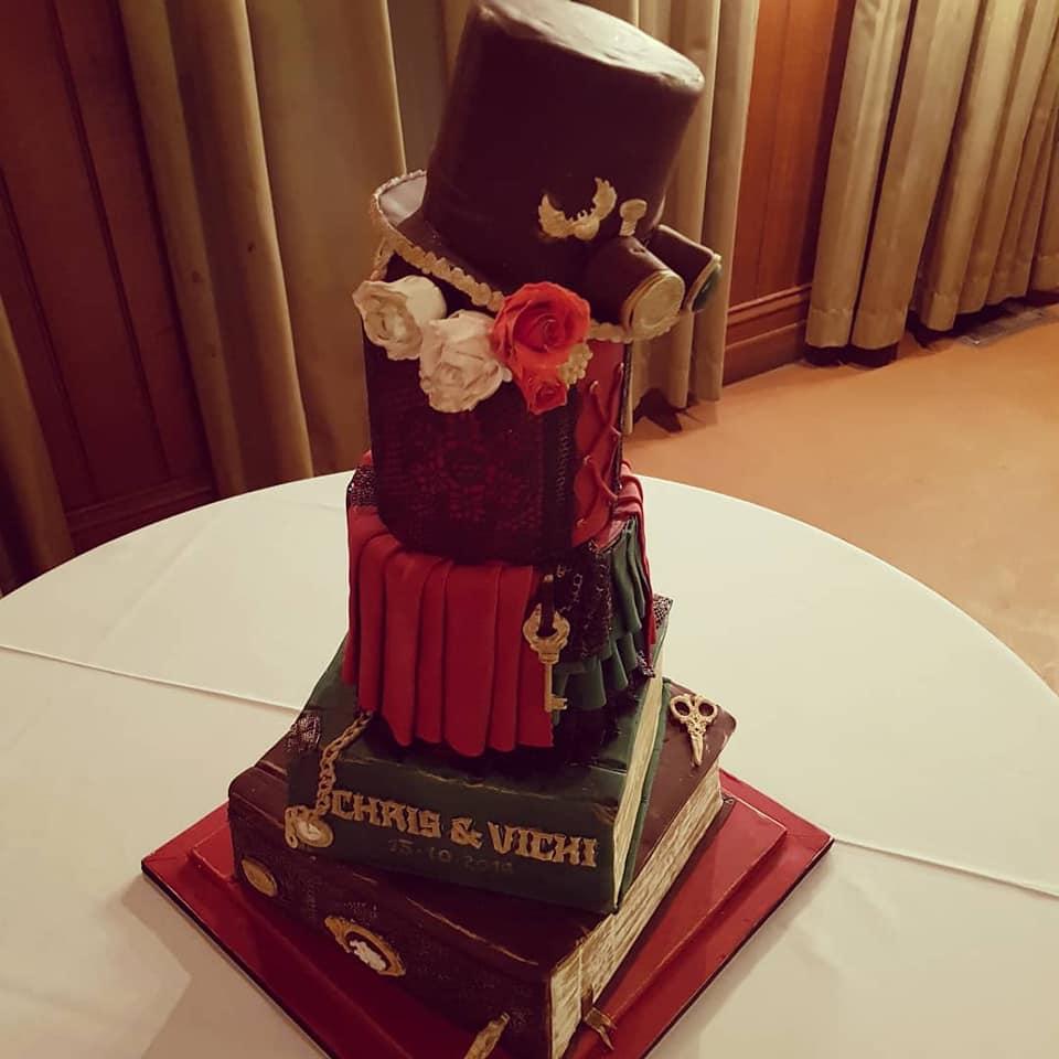 #Cake 🍰 Awesome of the Day: #Steampunk ⚙️ Pièce Montée #Weddingcake 💍 with Hat 🎩 Goggles & #Books 📚 made by Pretty Special Cakes via @VickiKyriakakis #SamaCake 🎂