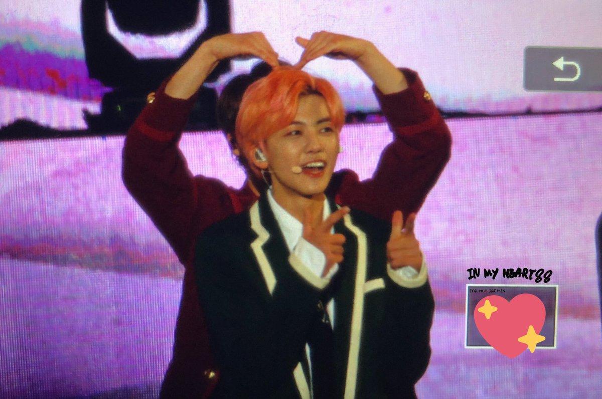 ☆๑•̀♡•́๑✧๑•̀♡  Jeno making a heart while JaeMin speaking. How cute NoMin is.a  ☆๑•̀♡•́๑✧๑•̀♡•́  #jaeno #nomin #jeno #jaemin #nctdream #잼노 #재노 #노민 #재민 #제노 #엔시티 #잼젠 #젠잼