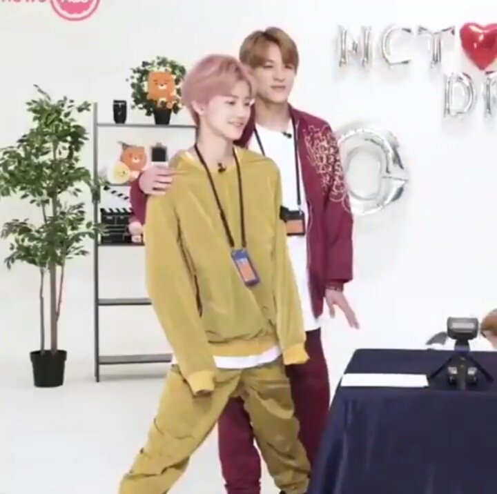 ☆๑•̀♡•́๑✧๑•̀♡  JaeMin and Jeno yellow and red. NoMin were so close together.  ☆๑•̀♡•́๑✧๑•̀♡•́  #jaeno #nomin #jeno #jaemin #nctdream #잼노 #재노 #노민 #재민 #제노 #엔시티 #잼젠 #젠잼