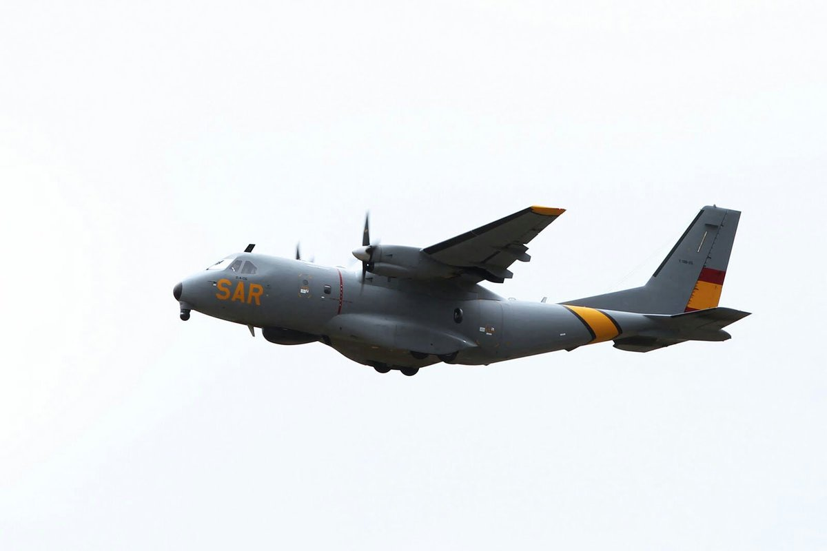 RT EjercitoAire: El Centro Coordinador de Rescate #RCC #Madrid envia un avión #D4 #VIGMA #CN235 AirbusDefence del #Ala48 al Mar de #Alborán para colaborar con salvamentogob en la búsqueda de una patera con 55 personas a bordo  ▶dsn