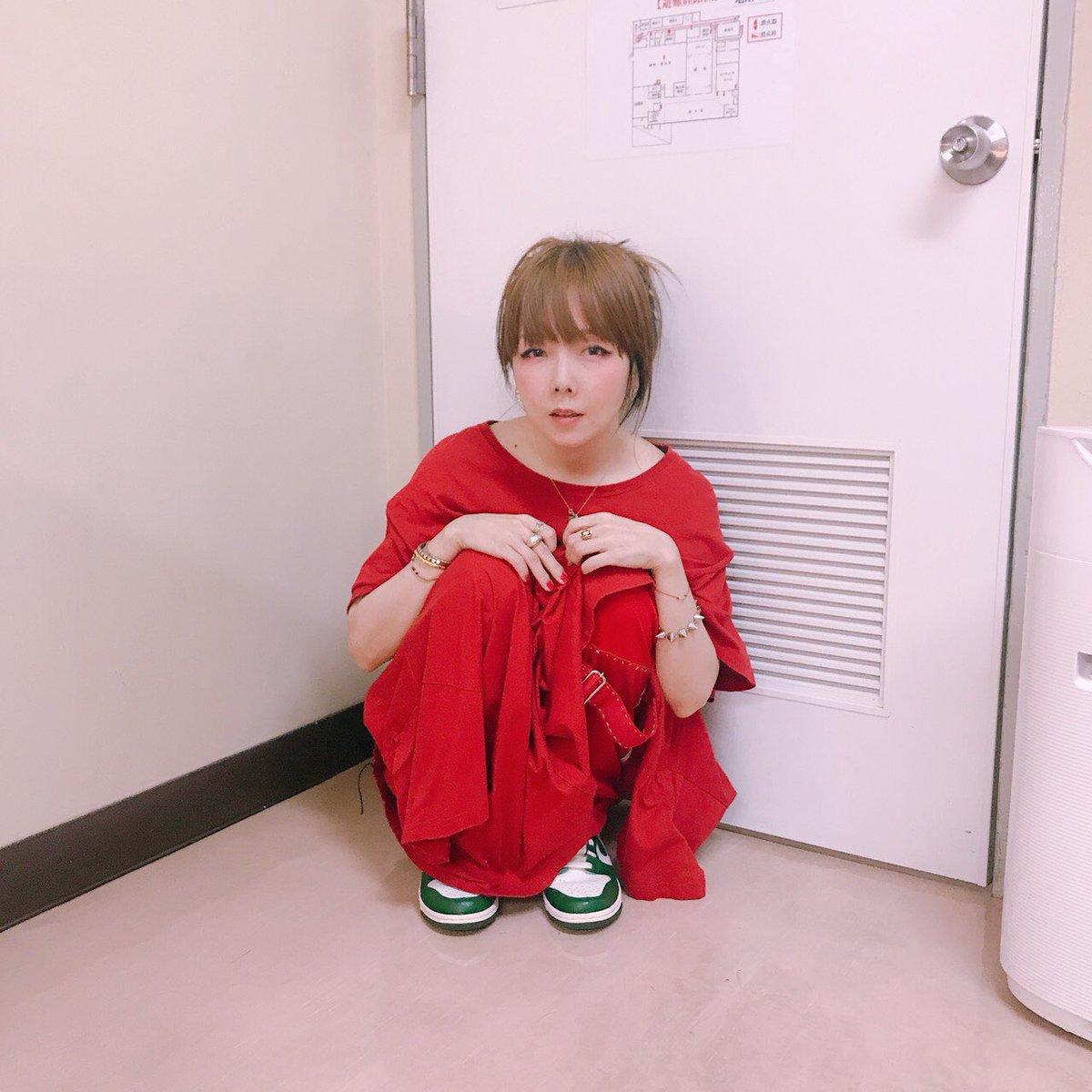 aiko真っ赤なワンピース可愛い姿