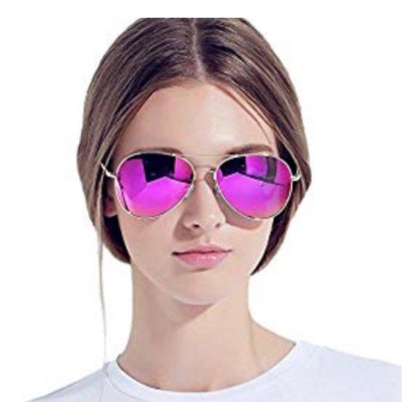 db76c54bfb ... from  Chrissy1ou  JezabelNR  wolfgangsinger  poshmark  fashion  style   shopmycloset  vegoos  https   bnc.lt focc 0DlGUUSbDP pic.twitter .com yVKMGyhhEy