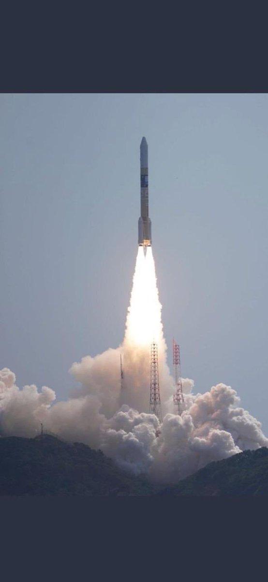 """""""خليفة سات"""" يدخل الإمارات عصر الصناعات الفضائية Dqp0lpcXcAAqnSQ"""