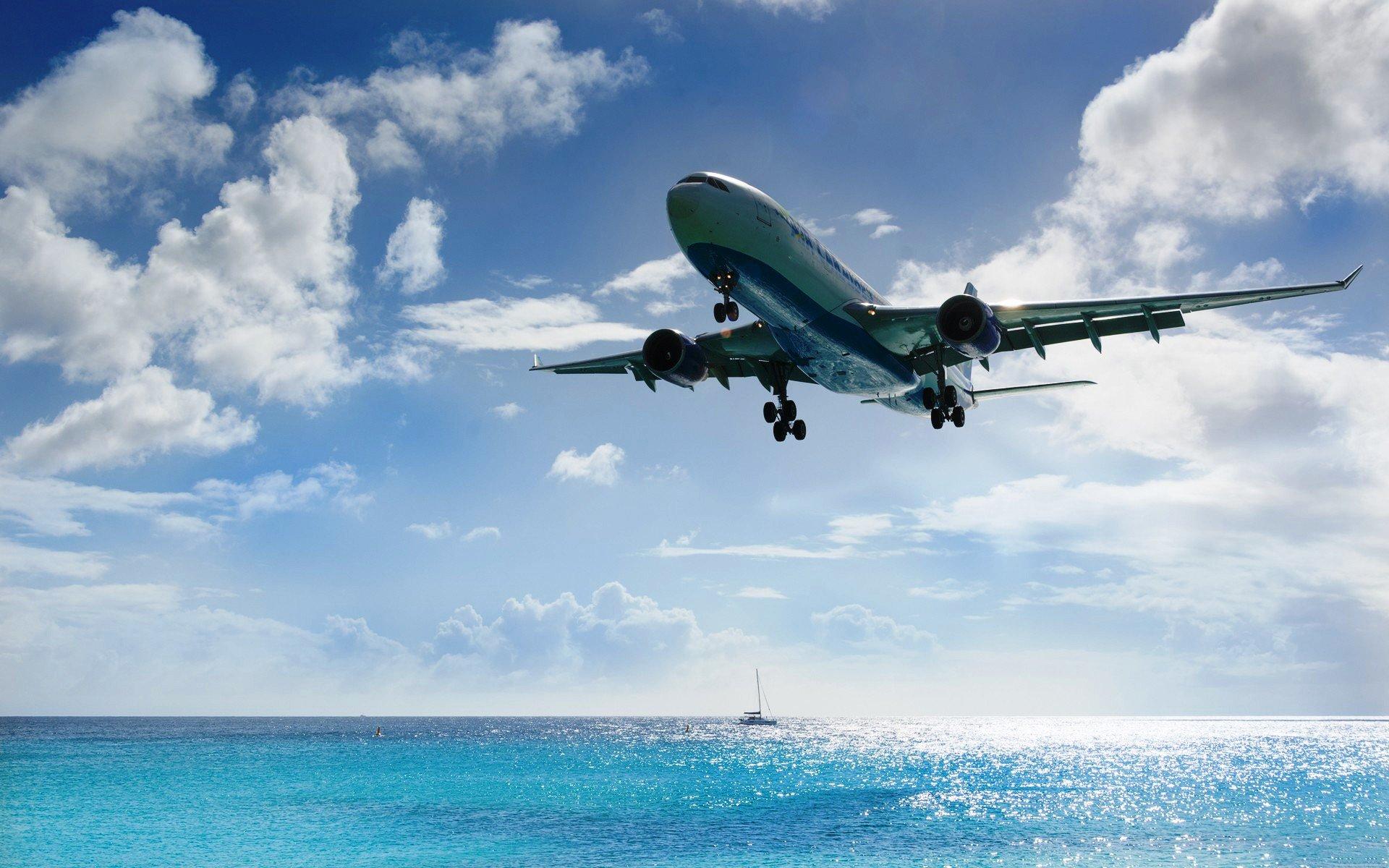 Фото моря и самолета