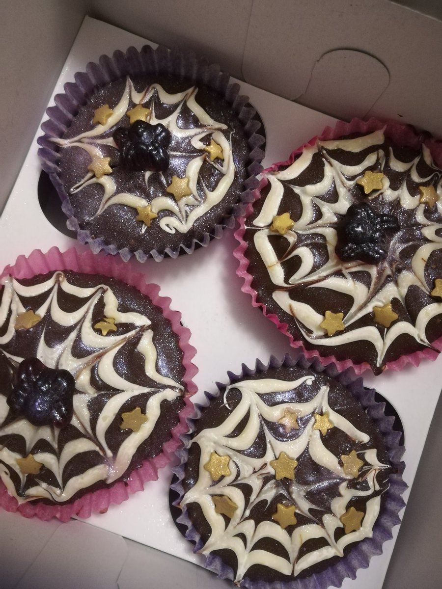 Harriet Muncaster On Twitter Delicious Black And Pink Vampire Fairy Cakes Made By Martha