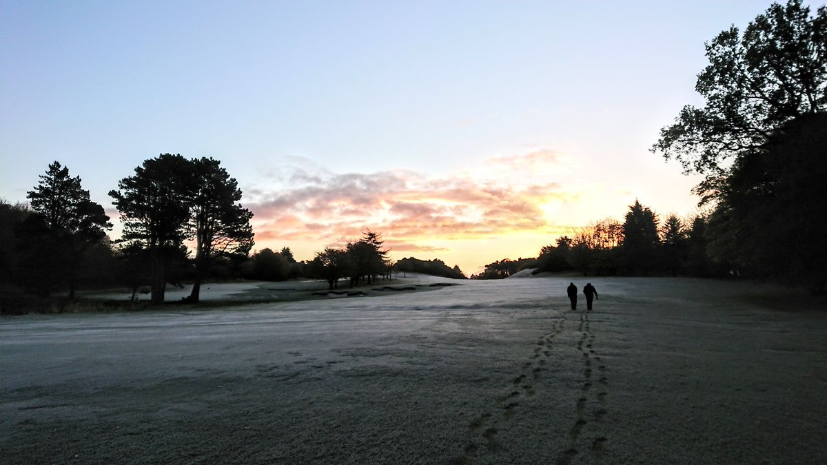 test Twitter Media - First proper frost this morning, time to get the snoods and wooly hats out the locker. 18 winter green's. https://t.co/05ZHfoSILp