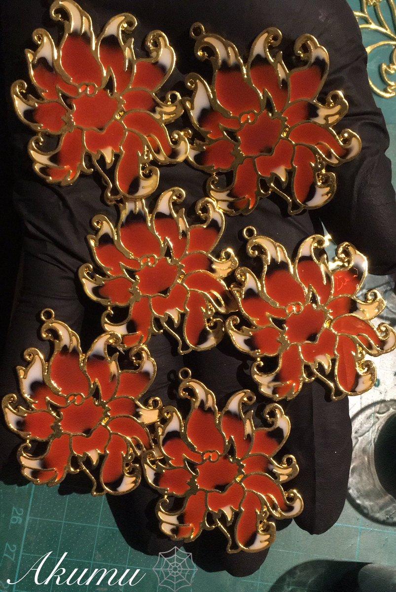 Ganz viele Füchse sind wieder entstanden. Hier Teil 1 des heutigen🦊 Spams XD   #Resin #resinketten #resinjewelery #jewellery #jewelery #necklace #Akumu #Akumujewellery #Fuchs #Fuchskette #Resinnecklace #fox #FoxNecklace #handmade #myart #Foxlovers #VIECC #ninetailsfox