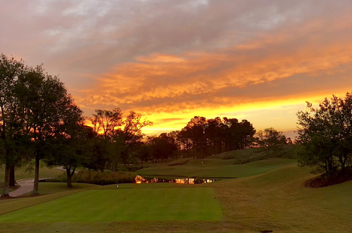 Beautiful sunrise for the Club Car CPGA Pro-Official Championship 🌤 at Eagle Point Golf Club ⛳️bit.ly/2EKssn8 #carolinaspga #cpga #proofficial #clubcar #sunrise