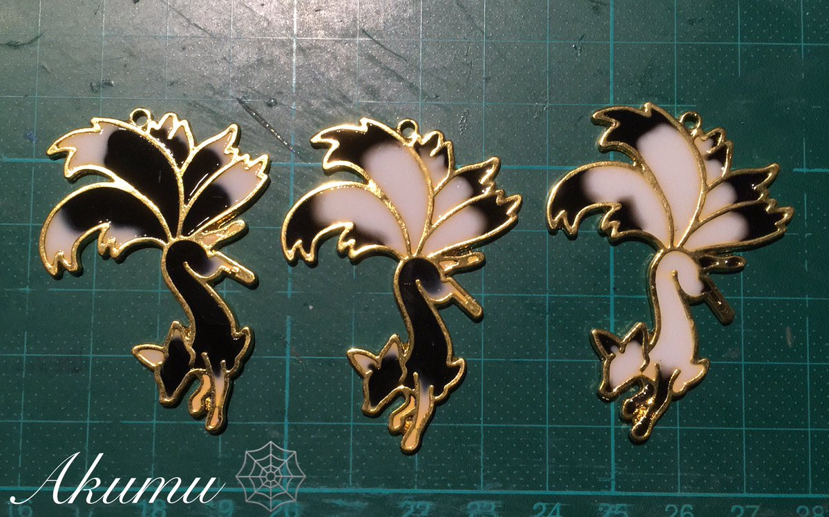 Füchse 🦊 XD  Spam Teil 4  =^^=  #Resin #resinketten #resinjewelery #jewellery #jewelery #necklace #Akumu #Akumujewellery #Fuchs #Fuchskette #Resinnecklace #fox #FoxNecklace #handmade #myart #Foxlovers #VIECC #ninetailsfox