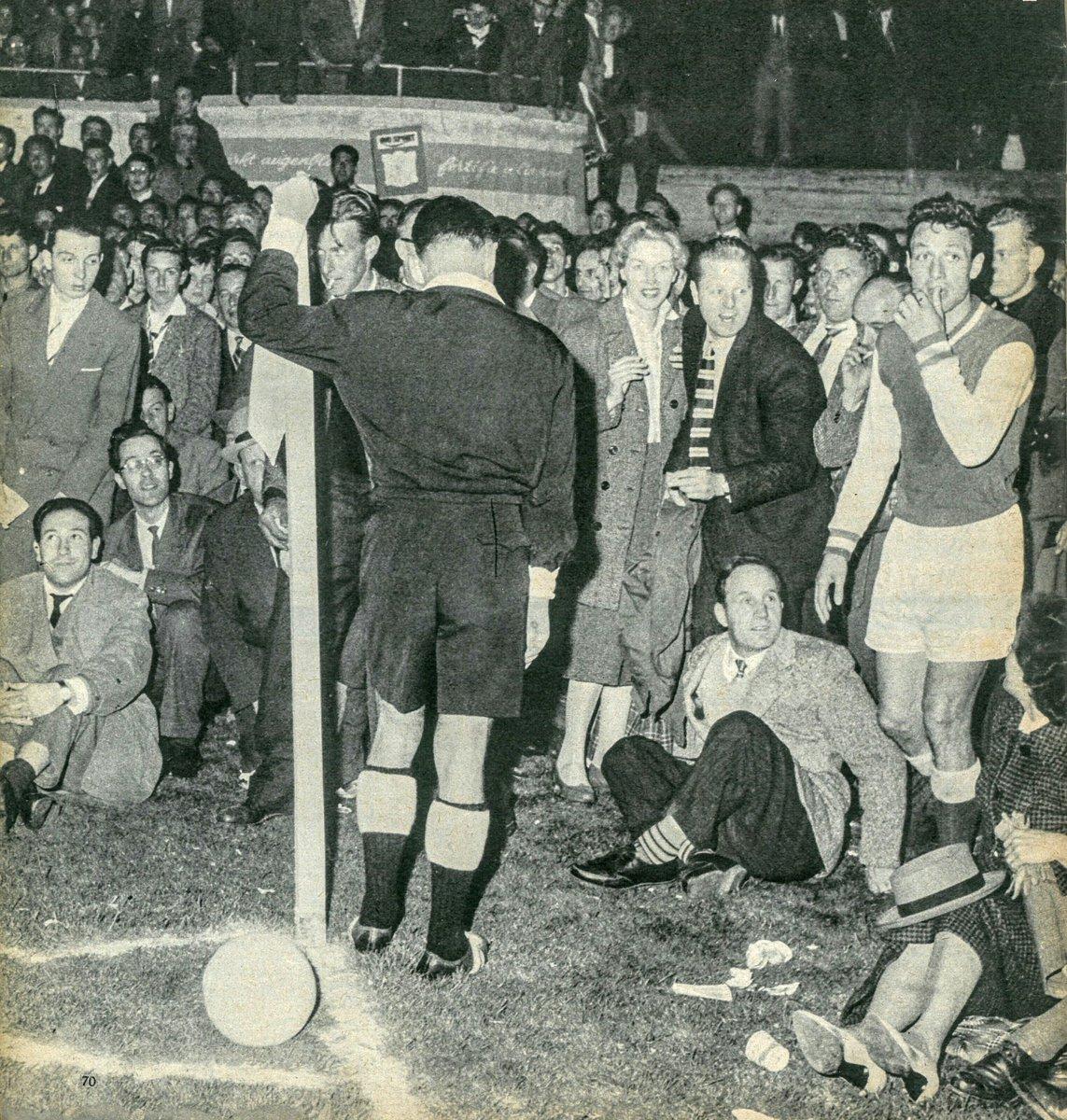 FOTOS HISTORICAS O CHULAS  DE FUTBOL - Página 3 DqsKI5vWwAALRbp