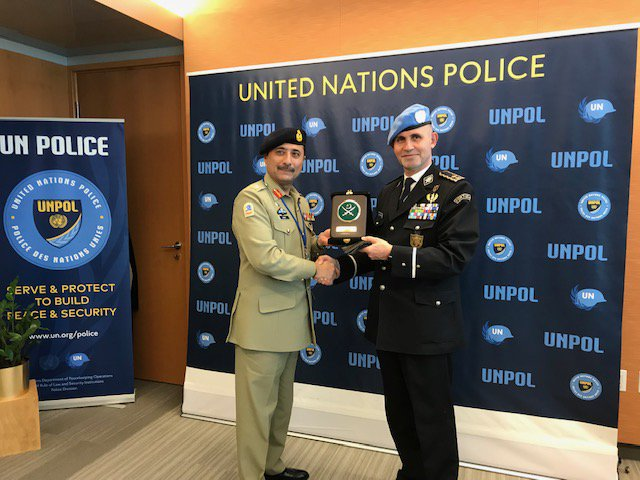 Fruitful discussion with Lieutenant General Muhammad Adnan, Vice Chief of General Staff & Brigadier-General Amir Naveed Warraich, Director Peacekeeping Operations on the contribution of #Pakistan to United Nations Police/Thank you Pakistan for your support to #UNPOL #OROLSI #DPKO https://t.co/XQSATVlvye