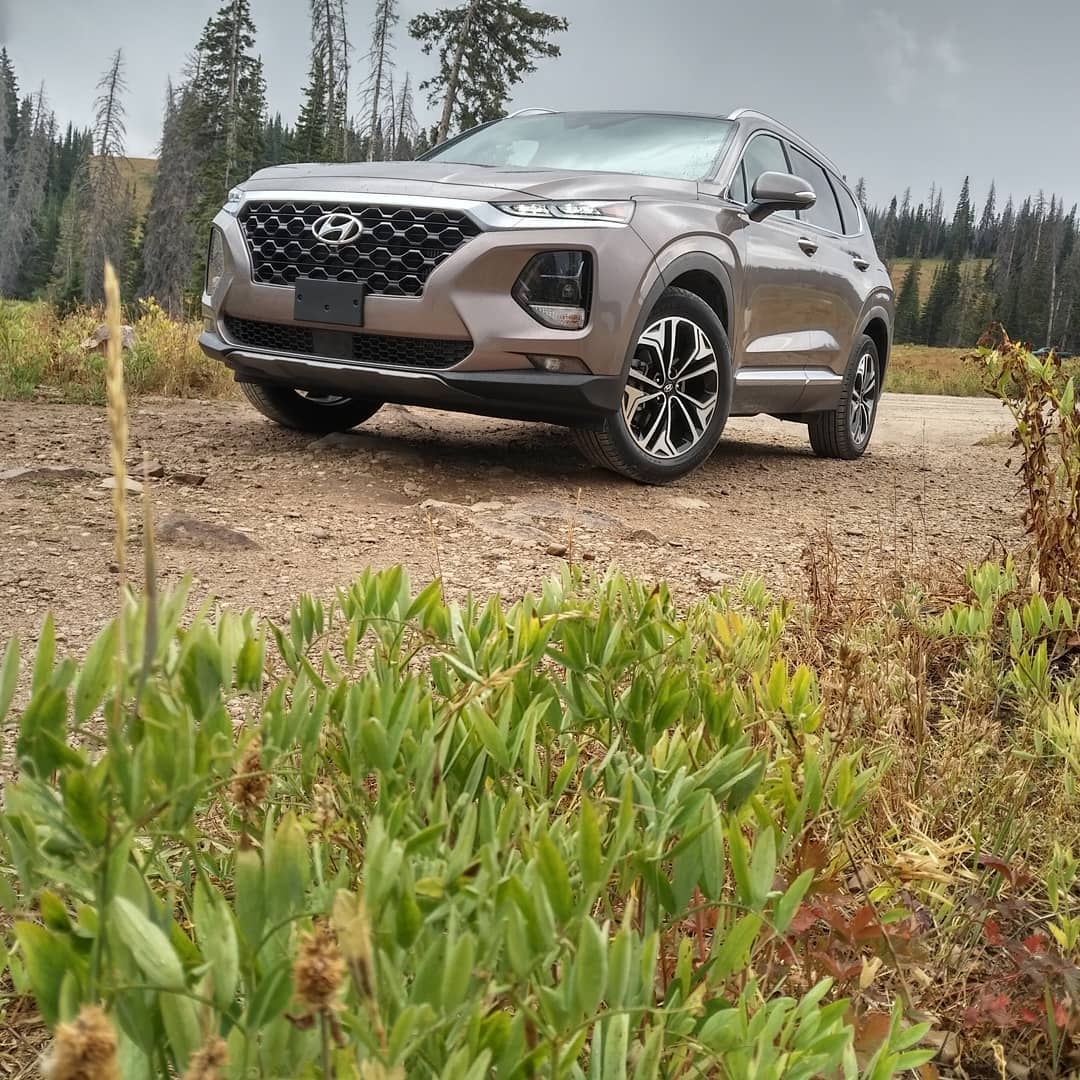 A Hyundai spotted in Land Rover territory #hyundaisantafe  @Hyundai @Hyundai_Global #AWD #hyundai #SantaFe #SUV #offroading #nopavedroadsneeded #roadtripready  @VisitUtah #locationshoot #deercreekstatepark #styletravel #styleautos http://unnamedproject.com/featured/santa-fe/ …