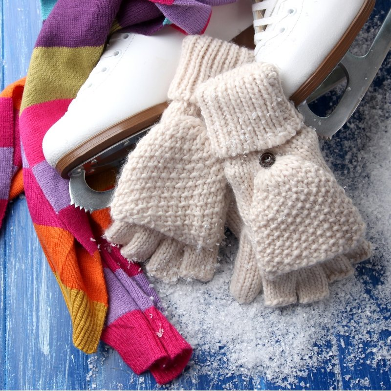 Wondering what to wear for ice skating in SF? The key is to layer up! The temp on the ice ranges from chilly to warm, depending on the time of day, number of skaters and amount of energy you exert. More info on planning your visit  http://ow.ly/odvV30mpZNY #holidayiceskating pic.twitter.com/xhAm8L07CN