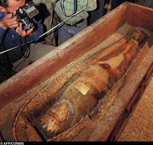 Вероятно у археологов не было предела восторгу, от такой находки.