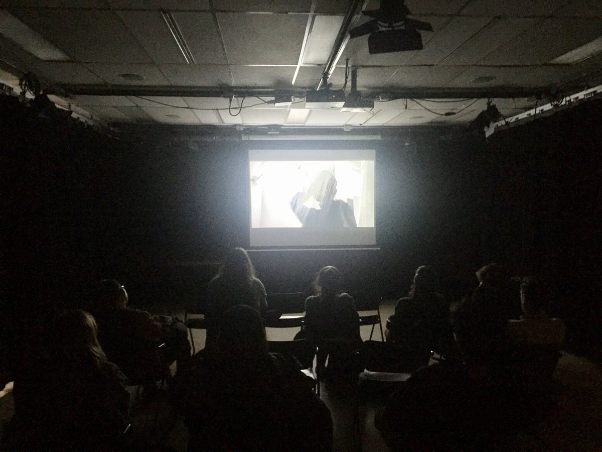 "Showing ""Psycho"" to my The Art Of Editing Class at OSU. Happy Halloween <br>http://pic.twitter.com/UmtUovbspp"