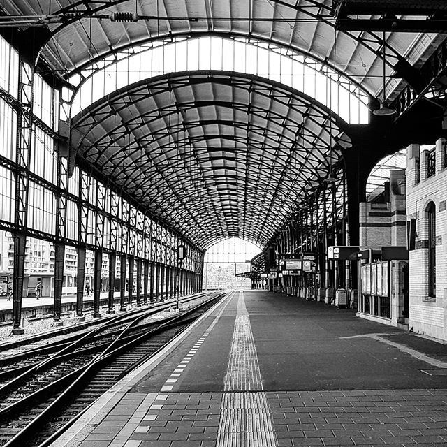 Deserted #station #haarlem #structures #architecture #architecturelover #constructions #blackandwhite #emptyspace #trainstation #holland #thisisholland #netherlands🇳🇱 #instatravel #discover_holland #hollandtravel #architectural