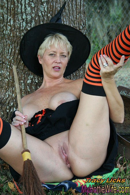 Wishing everyone a #SEXY HALLOWEEN! Licks & Kisses, Tracy https://t.co/Bo1iuf9fHm #nakedoutdoors #matureswinger