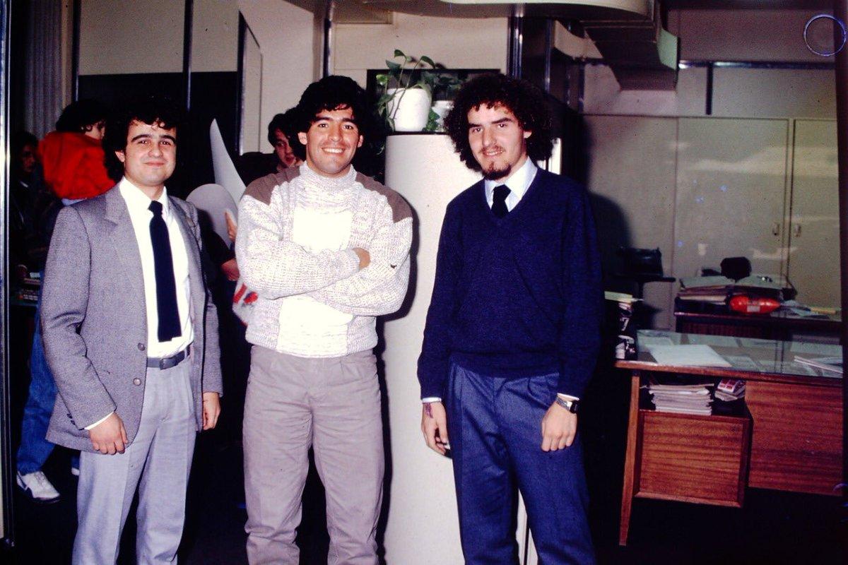 """Daniel Arcucci a Twitteren: """"Hubo un encuentro antes de aquella Navidad del  85. Fue el martes 2 de julio de ese año, en la redacción de El Gráfico,  cuando Diego Maradona llegó"""
