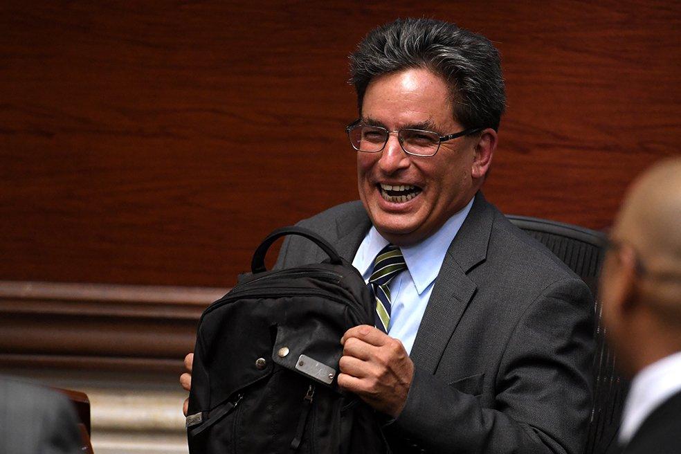 "elespectador в Twitter: ""No pasó nada: Cámara niega moción de censura en  contra del ministro Carrasquilla. https://t.co/t5blMPjFAD… """