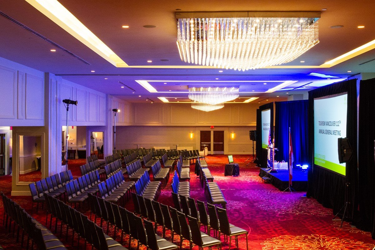 The official location for #LOVEFanFest in #Vancouver will be the PInnacle Hotel Vancouver Harbourfront. Let&#39;s live unforgettable moments! #LFFVancouver<br>http://pic.twitter.com/lUEhWkU5If