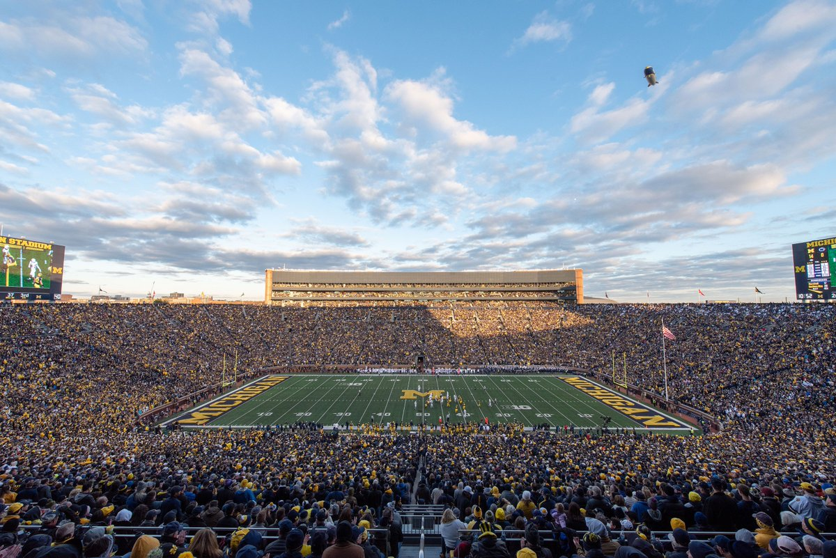 Coming into town for Saturday&#39;s @umichfootball game vs Indiana? Show your football ticket at the door Friday night to get free admission to #5 Michigan vs #6 Lehigh.  Don&#39;t have football tickets? RT this to enter a drawing for 2 tickets to U-M&#39;s last Big House game this season. <br>http://pic.twitter.com/7qBcP4Nvav