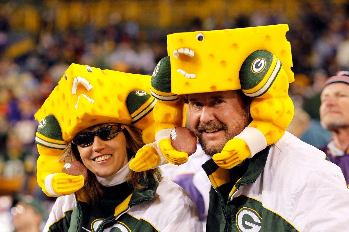Who has more team pride: @packers fans or @Seahawks fans? Tweet your best look using #ItsOnTNF and #contest for a chance to win a trip to #SBLIII.<br>http://pic.twitter.com/0JZJbryaJw