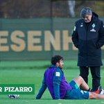 Image for the Tweet beginning: #Werder-Oldie Claudio #Pizarro setzt in