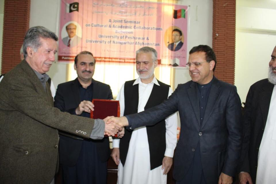 Afghan Ambassador to Pakistan @DrOmarZakhilwal awards Pashtun intelligentsia, writers,scholars &amp; artists in Pakhtunkhwa wid Presidential Medals sent by the Afghan President House Kabul. Afghan Government acknowledges the services of these great Ppl for Pashto language &amp; Culture! <br>http://pic.twitter.com/SAUIckrOwU